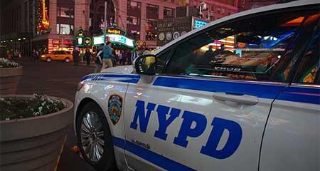 Policía antinarcóticos de New York realizó disparos luego de ser rechazado por una mujer